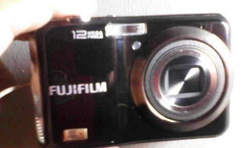 CAMARA DIGITAL FUJIFILM MODELO FINEPIX AX200