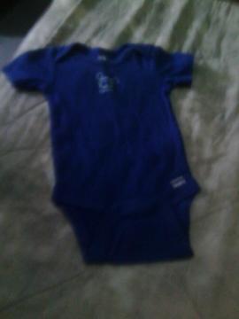vendo combo de ropa de bebe unisex oferta 500 bs