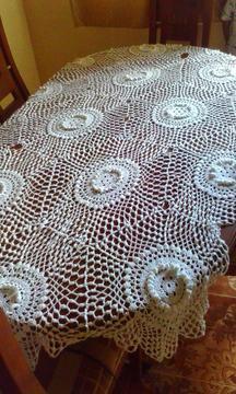 Mantel tejido con detalles