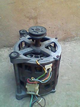 vendo motor de lavadora regina automatico casi nuevo y una polea nueva